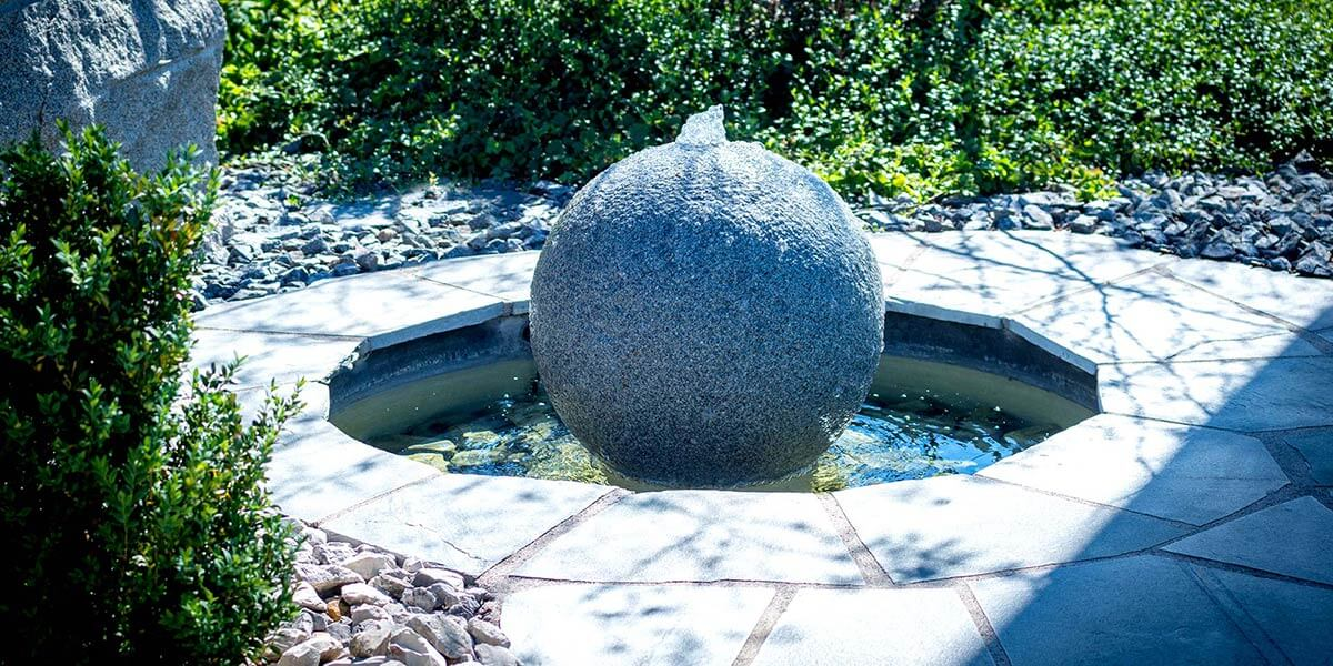 Gartenbrunnen, Wasser im Garten,